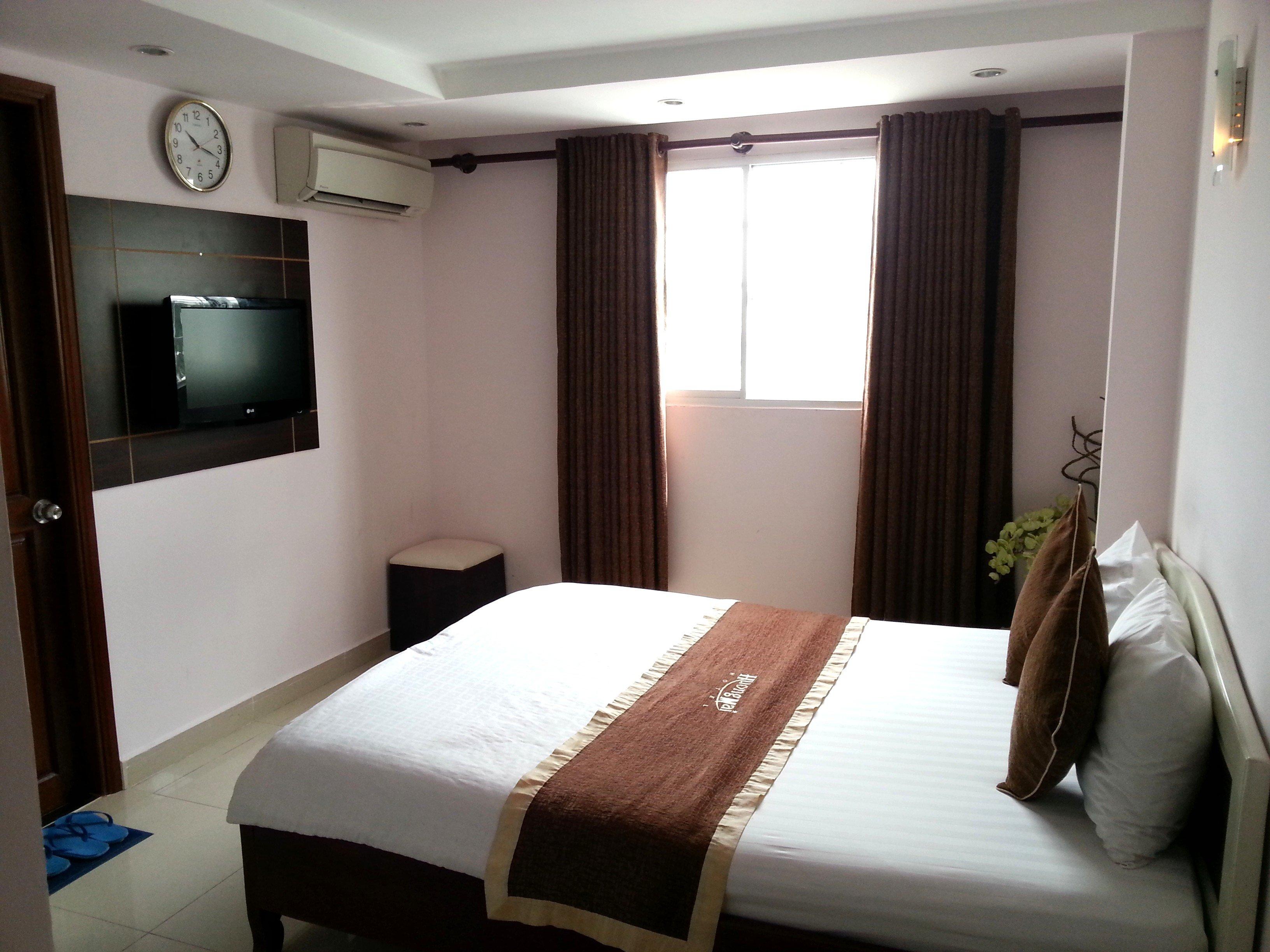 Superior Room at the Huong Mai Hotel